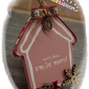 Γούρι ροζ σπιτάκι smile more