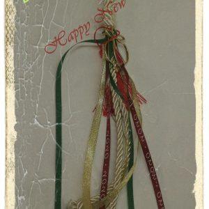 Κρεμαστό γούρι λευκό-περλέ κορδόνι με ρόδι