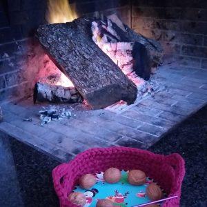 πλεχτό καλαθάκι με ξύλινο πάτο